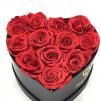 12 Rosas eternas Rojas en caja bombonera negra en forma de corazón. Rosas naturales preservadas.