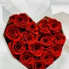 14 Rosas Rojas eternas en caja corazón de color blanco. Rosas de tacto natural y primera calidad.