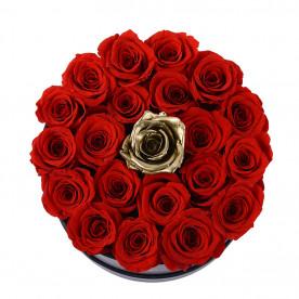 15 Rosas eternas Rojas + 1 rosa eterna dorada en caja bombonera de color negra. Rosas naturales preservadas.