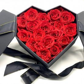 17 Rosas Rojas eternas en caja corazón hexagonal. Rosas de tacto natural y primera calidad.