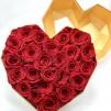 22 Rosas Rojas eternas en caja corazón de color blanco. Rosas de tacto natural y primera calidad.