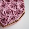 22 Rosas Rosa eternas en caja corazón de color blanco. Rosas de tacto natural y primera calidad.