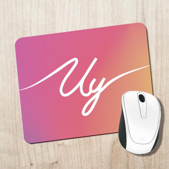 Alfombrilla para escritorio de colores con frase típica del youtuber Uy Albert! en blanco