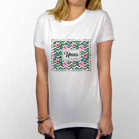 Camiseta blanca para chica de manga corta y única como ella