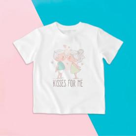 Camiseta para niño y para niña de manga corta con dibujo muy dulce de dos niños besándose