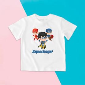 Camiseta para niño con dibujo de superhéroes