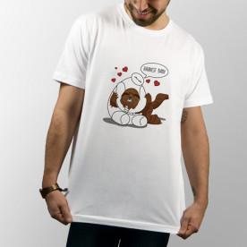 Camiseta blanca de manga corta unisex con Baymax abrazando a Chewbacca