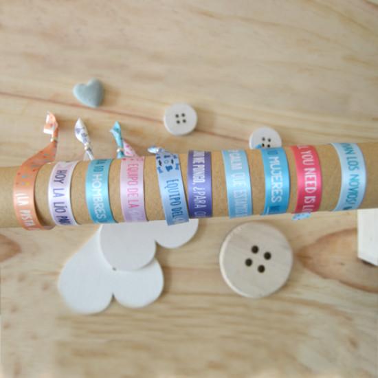 Anima a los invitados de tu boda con las pulseras de tela de Supermolón