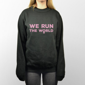 Sudadera unisex con frase graciosa, We run the world.